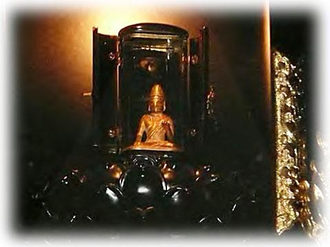 金造菩薩形坐像(楞厳寺(りょうごんじ)所蔵)
